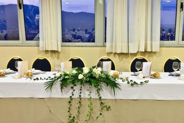 Mesa presidencial evento hotel