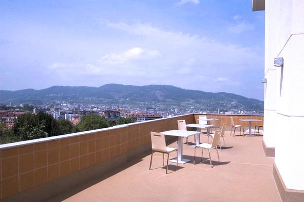 Terraza con vistas a Oviedo